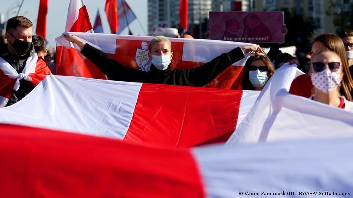 Cerimônia secreta de posse do presidente Alexander Lukashenko gera novos protestos em Belarus