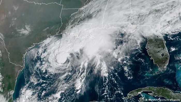 Tropensturm Beta (NOAA/AP/picture-alliance)