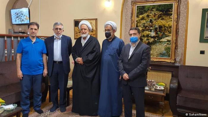 مهدی کروبی در دیدار با آشنایانش، از جمله غلامحسین کرباسچی و محمد قوچانی، شهریور ۱۳۹۹