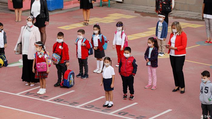 Salgının seyrine göre okullarda yüz yüze eğitim de yapıldı (Foto: Arşiv)