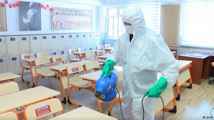 Sınıflar dezenfekte edilerek, öğrenciler için hazırlandı