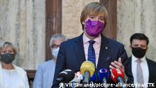 21.09.2020, Tschechien, Prag: Czech Health Minister Adam Vojtech (for ANO) has decided to resign from his post in order to create space for dealing with the coronavirus epidemic, he told journalists in Prague, Czech Republic, September 21, 2020, adding that he handed his resignation to Prime Minister Andrej Babis. (CTK Photo/Vit Simanek) Foto: Vit Simanek/CTK/dpa |