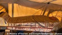 Ägypten I Sarkophage in altägyptischer Grabstätte Sakkara entdeckt