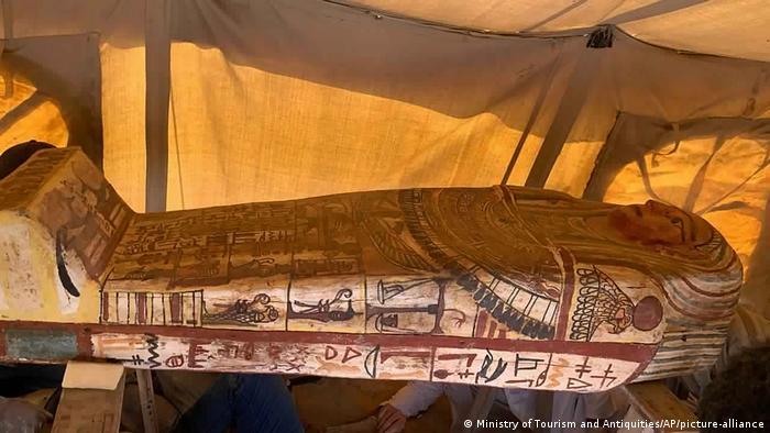 Ägypten I Sarkophage in altägyptischer Grabstätte Sakkara entdeckt (Ministry of Tourism and Antiquities/AP/picture-alliance)