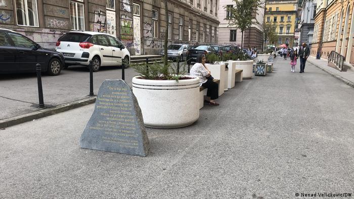Bosnien und Herzegowina Denkmal zu Alia Izetbegovic (Nenad Velickovic/DW)