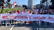 Баскетболистка Елена Левченко и другие белорусские спортсмены на одной из акций протеста в Минске (фото из архива)