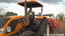 MA_77_KW_40_Still_5: Ghanaian tractor driver Hikimatu Kediri Tags: Hikimatu Kediri, Ghana, tractor, women, agriculture, The 77 Percent, Africa, youth Autor: Thomas Klein