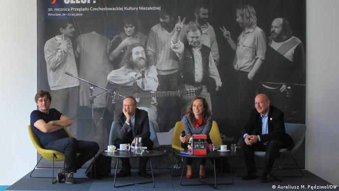 Dyskusja w 30. rocznicę Przeglądu Czechosłowackiej Kultury Niezależnej (od lewej: Petr Blažek, Łukasz Kamiński, Katarzyna Uczkiewicz i Grzegorz Majewski)