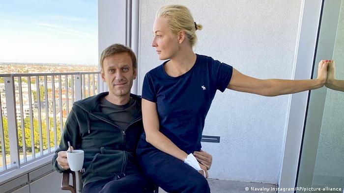 Алексей Навальный и его жена Юлия в клинике в Берлине