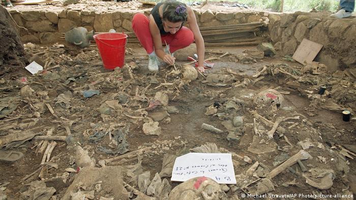 El Salvador Mozote Massaker (Michael Stravato/AP Photo/picture-alliance)