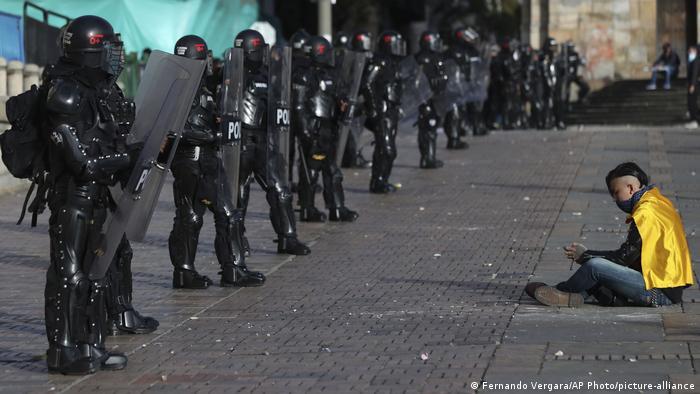 Protest in Kolumbien (Fernando Vergara/AP Photo/picture-alliance)