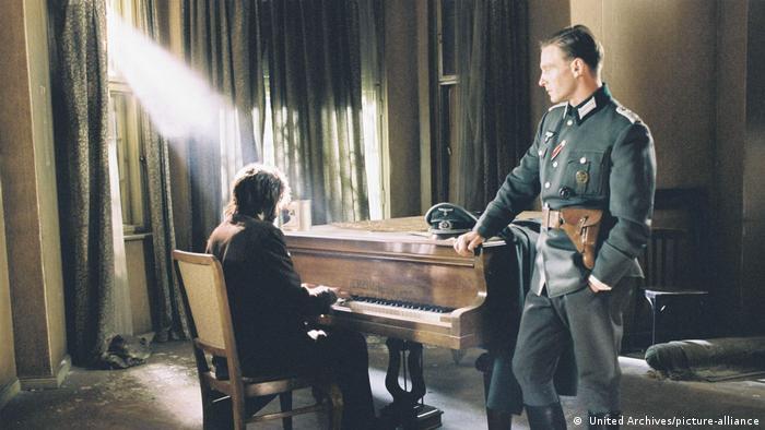 Wilhelm Adalbert Hosenfeld, poznat kao Wilm, nije izdao piojanistu, naprotiv - pomogao mu je da pronađe sigurnije skrovište i donosio mu hranu i novine