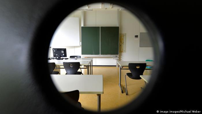 Deutschland | Leeres Klassenzimmer Coronakrise