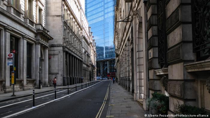 در بخشی از خیابانهای لندن پرنده پر نمیزند