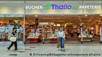 Вход в один из магазинов сети Thalia