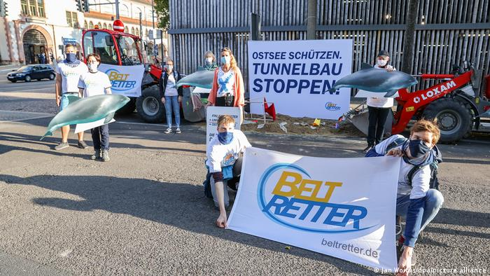 Denmark-Germany tunnel: Protesters rally at court hearing