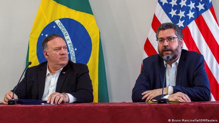 O secretário Mike Pompeo e o ministro Ernesto Araújo em Roraima