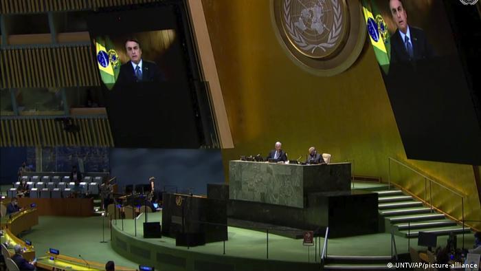 Jair Bolsonaro aparece em telão na ONU
