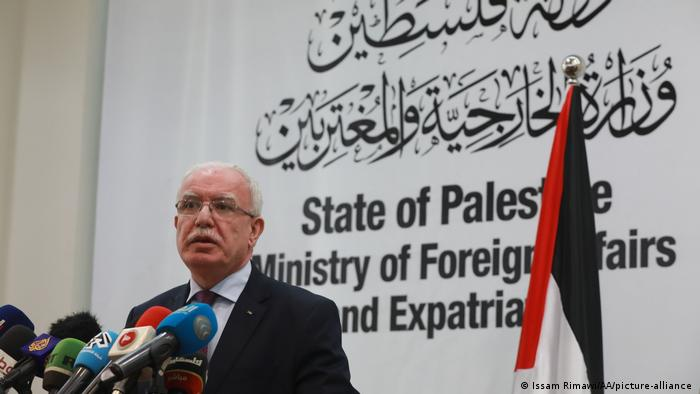Ramallah, West Bank, Riyad al Maliki speaks at a presser (Issam Rimawi/AA/picture-alliance )
