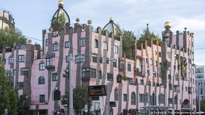 The colorful Hundertwasser House Green Citadel in Magdeburg, Germany (Robert B. Fishman/picture-alliance)