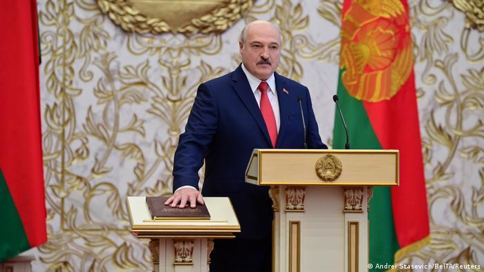 Alexander Lukashenko takes the oath of office