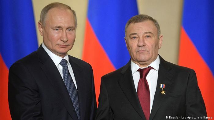 Президент Росії Володимир Путін (л) з Аркадієм Ротенбергом, який перебуває у санкційному списку США