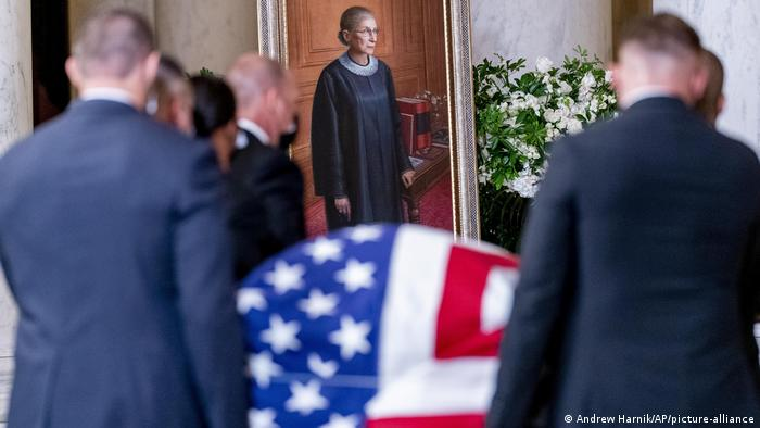 USA, Washington I Aufbahrung Richterin Ruth Bader Ginsburg (Andrew Harnik/AP/picture-alliance)
