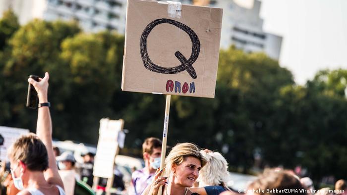 Unjuk rasa QAnon