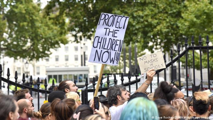 Verschwörungsmythos QAnon | Demo in London