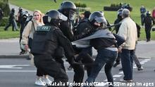 MINSK, BELARUS - SEPTEMBER 23, 2020: Riot police officers detain a participant in an unauthorized protest against the inauguration of Alexander Lukashenko as Belarus President by the Minsk - Hero City Stele. Natalia Fedosenko/TASS PUBLICATIONxINxGERxAUTxONLY TS0E8209