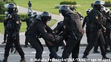 MINSK, BELARUS - SEPTEMBER 23, 2020: Riot police officers detain a participant in an unauthorized protest against the inauguration of Alexander Lukashenko as Belarus President by the Minsk - Hero City Stele. Natalia Fedosenko/TASS PUBLICATIONxINxGERxAUTxONLY TS0E820D