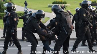 Силовики затримують учасника протестів у Мінську 23 вересня