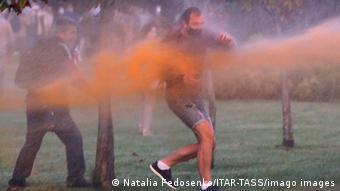 Полиция применила водометы против протестующих