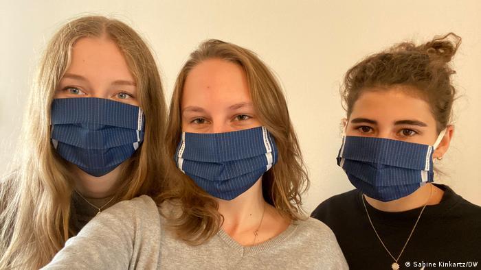 Louisa, Emma i Henni dobile su od fakulteta zaštitne maske