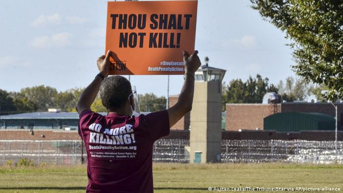 protest against capital punishment (Austen Leake/The Tribune-Star via AP/picture-alliance)