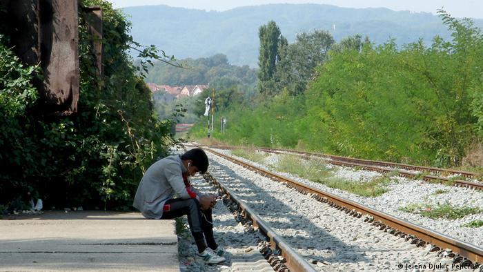 Očajni migranti čekaju na priliku za prelazak granice