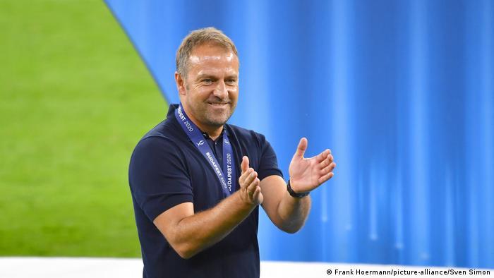 Hansi Flick foi anunciado como o novo treinador da seleção alemã de futebol. Ele assumirá o cargo após a saída de Joachim Löw e meses depois de deixar o comando do Bayern de Munique, onde conquistou sete títulos em 18 meses, inclusive a Liga dos Campeões de 2020. Flick atuou como assistente de Löw entre 2006 e 2014 e participou da conquista da Copa do Mundo de 2014 no Brasil. (25/05)