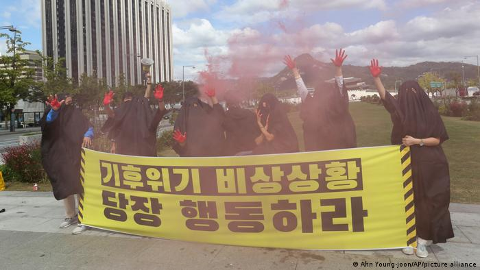Climate protesters in Seoul