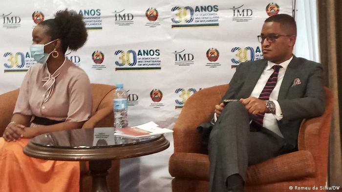 Mosambik Maputo Debatte Wahlen (Romeu da Silva/DW)
