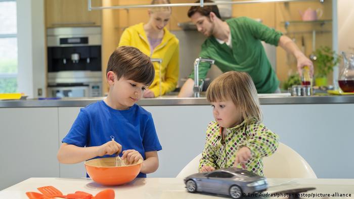 Symbolbild I Kinder in der Küche