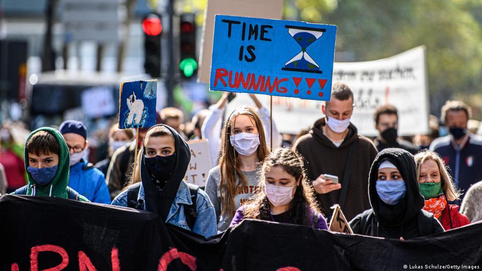 Klimakrise: Portugiesische Jugendliche klagen Europa an | DW | 30.11.2020