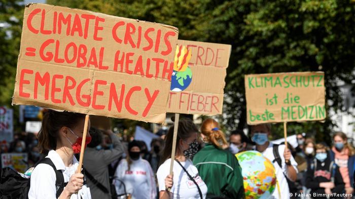 Protestos do movimento Fridays for Future: UE está sob pressão para adotar política mais verde