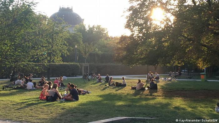 Corona I Sommer im Monbijou-Park in Berlin-Mitte (Kay-Alexander Scholz/DW)