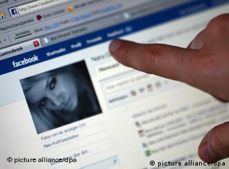 Страница Facebook и рука