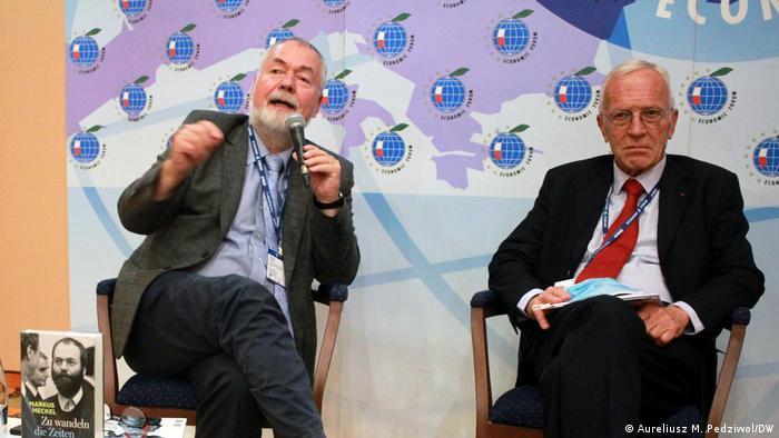 Markus Meckel (z lewej) z Jochimem Bitterlichem na Forum Gospodarczym w Karpaczu