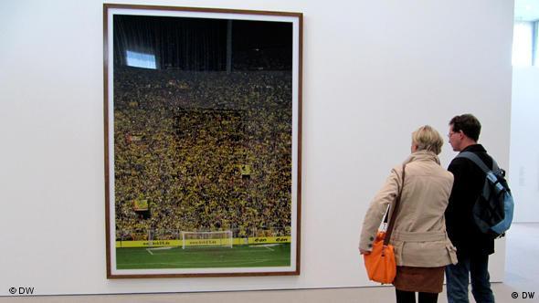 Андреас Гурски. Поклонники дортмундской Боруссии на стадионе