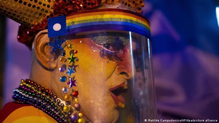 BdTD Coronavirus Uruguay | Diversity-Parade (Matilde Campodonico/AP/dpa/picture alliance)