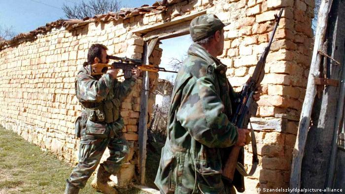 Mart 1999: Borci UČK u oblasti Drenice