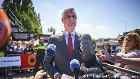 Στο εδώλιο της Χάγης ο πρόεδρος του Κοσόβου Χασίμ Θάτσι