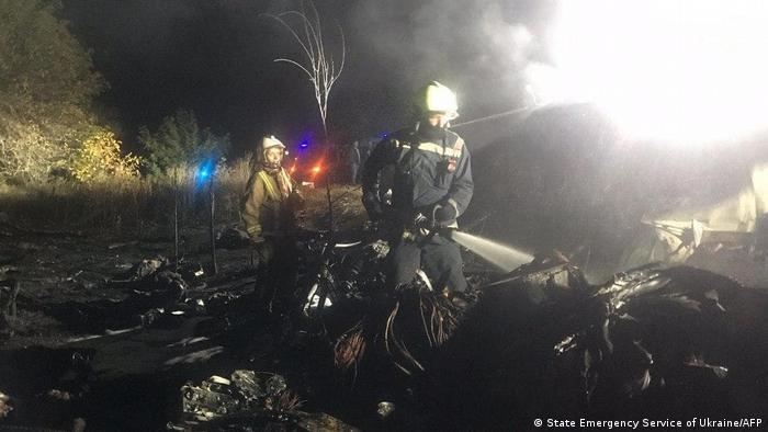 Рятувальники на місці катастрофи літака Ан-26
